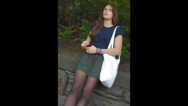Jill et Ronald vidéos hot sex baisent sur la table de billard