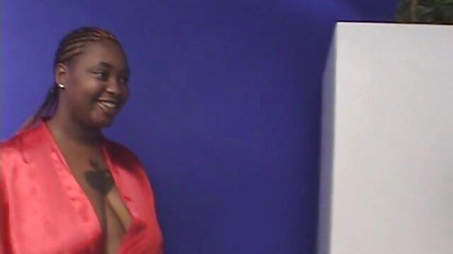 Brunette suce xxx video courte pour de l'argent sur le chemin du travail