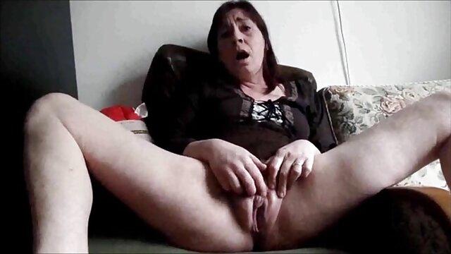 Belle transsexuelle aime video porono gratuit les bas et la masturbation